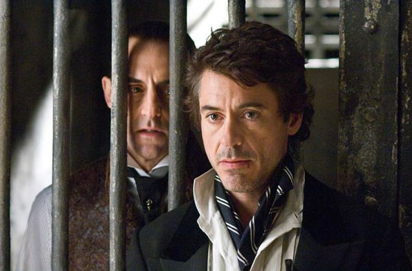 Chris Strong as Blackwood (l) and Robert Downey, Jr, as Holmes in <i>Sherlock Holmes</i>
